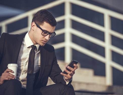 gi-young-man-using-smartphone